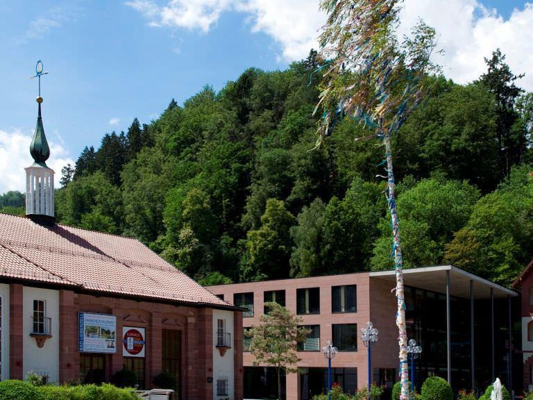 Rathaus_Bad Liebenzell Maibaum