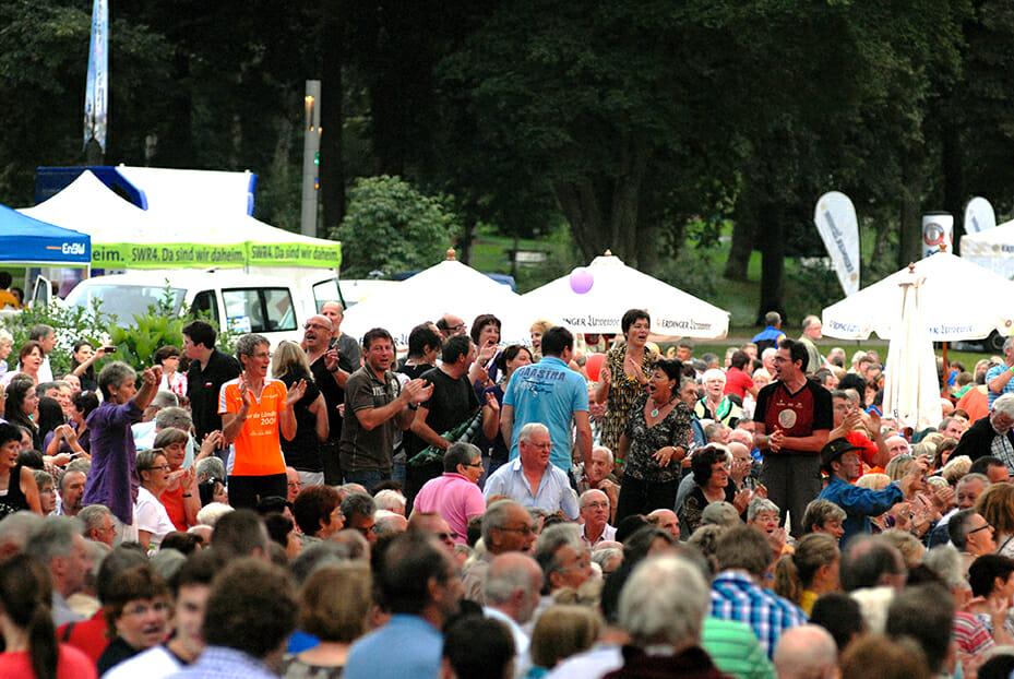 Open Air Sommer Menschenmenge